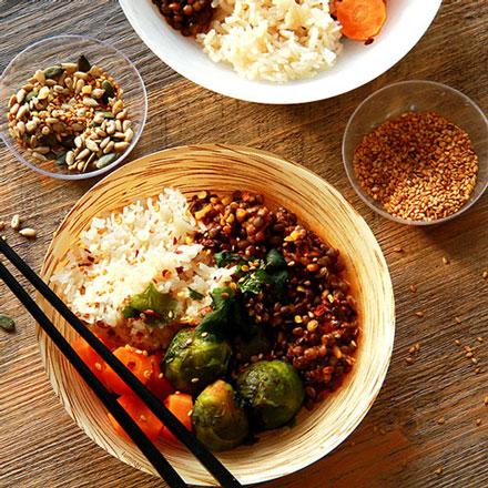 Bowl riz aux lentilles carottes et choux de Bruxelles