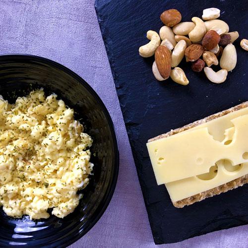 Oeufs brouillés parfaits - Fromage et Noix