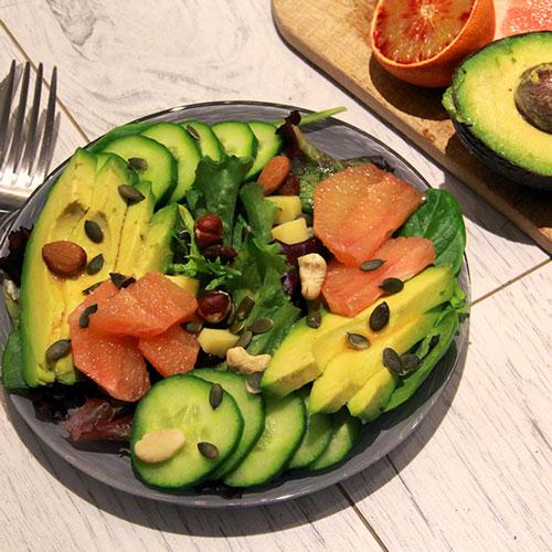 Salade concombre avocat et pamplemousse