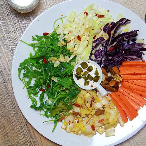 Salade composée carottes choux et endives