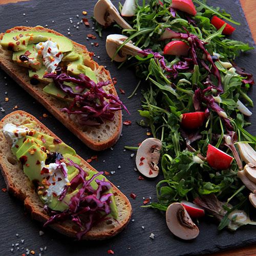Tartines Avocat Chèvre et Chou rouge - Healthy