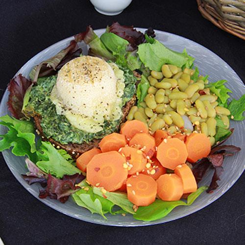 Tartines épinards au chèvre rôti avec flageolets et carottes