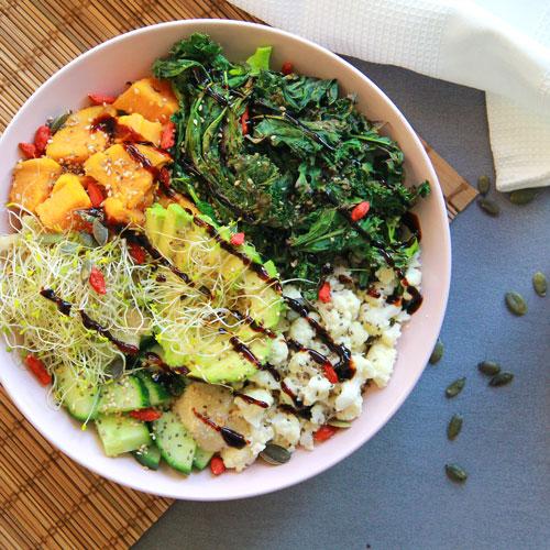 Buddha Bowl patate douce kale et avocat