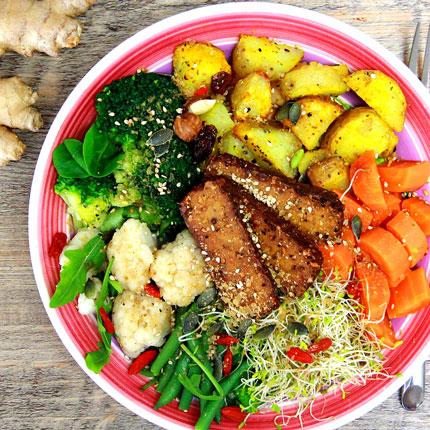 Buddha bowl aux choux pommes de terre rôties et tofu