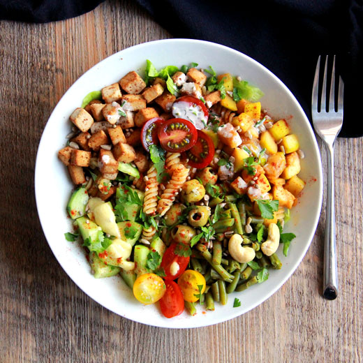 Buddha bowl végétarien - pates pois chiche tofu