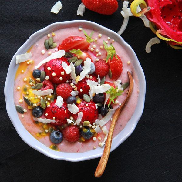 Smoothie bowl aux fruits exotiques