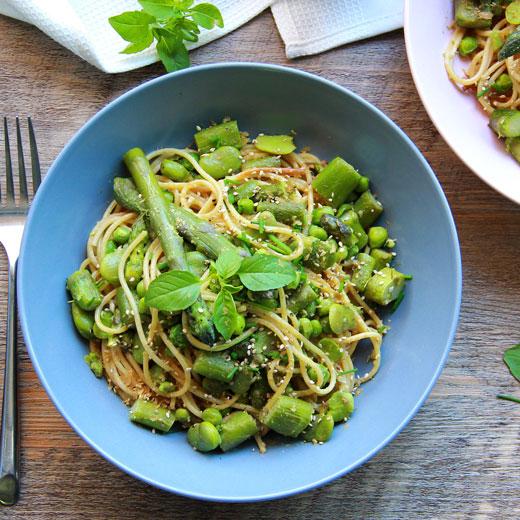 Spaghetti aux legumes de printemps